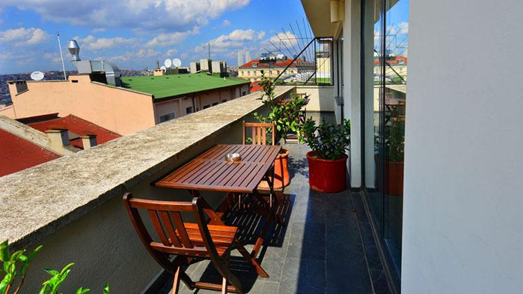 Executive-Room-Balcony2